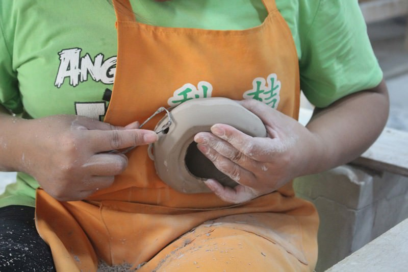 Hand-Making of Ceramic